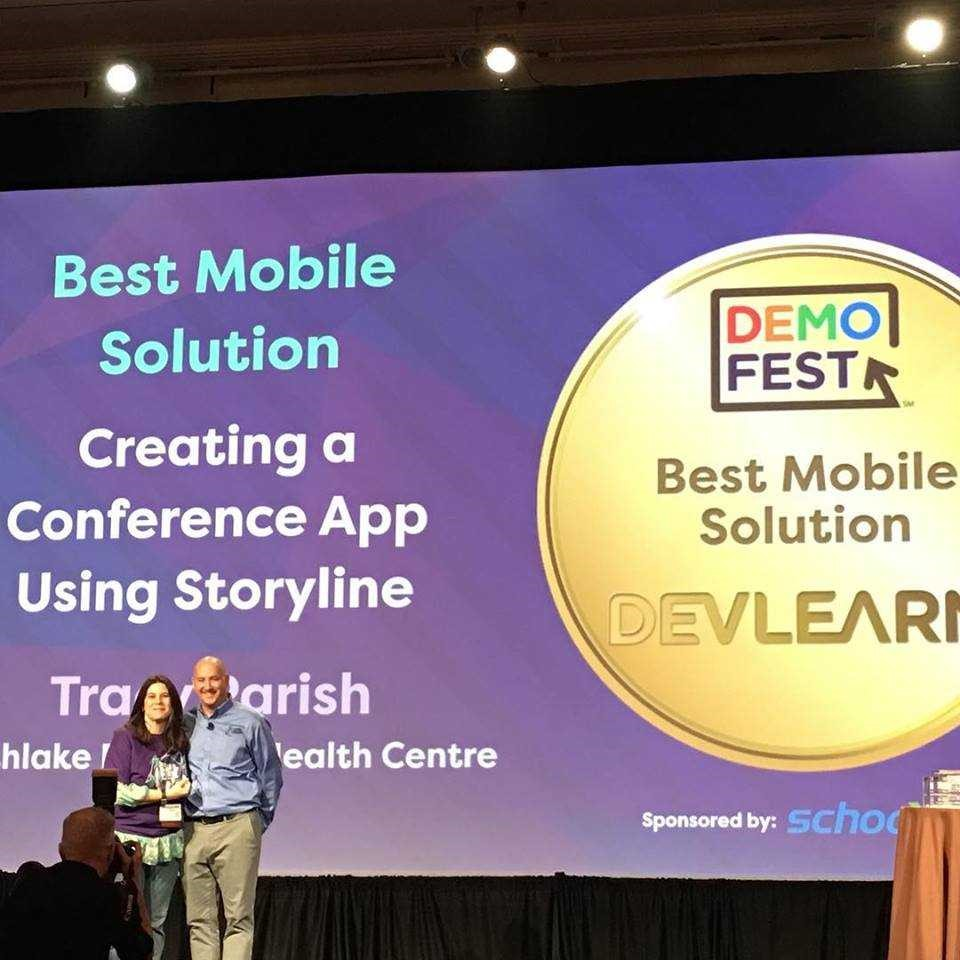 Tracy Parish accepting the DevLearn 2018 DemoFest Award for Best Mobile Solution from Mark Britz.